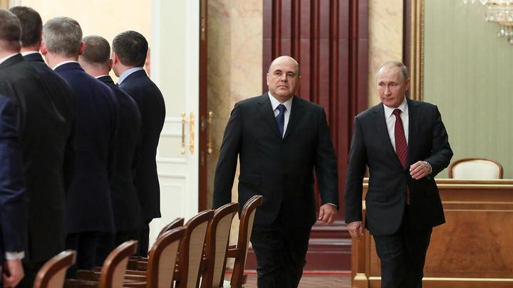 Мишустин объяснил, почему считает Путина главным наставником