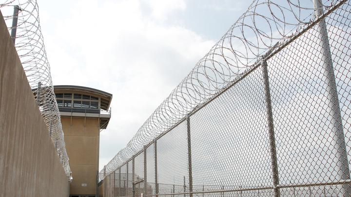 Дипломаты посольства РФ посетили в тюрьме летчика Константина Ярошенко
