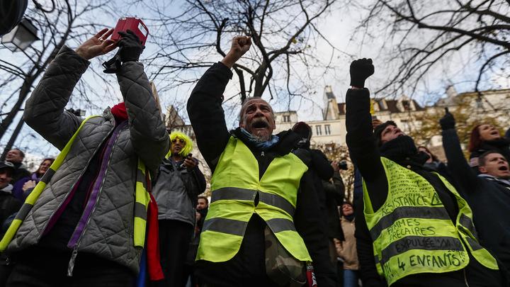 Недовольные парижане снова вышли на улицы