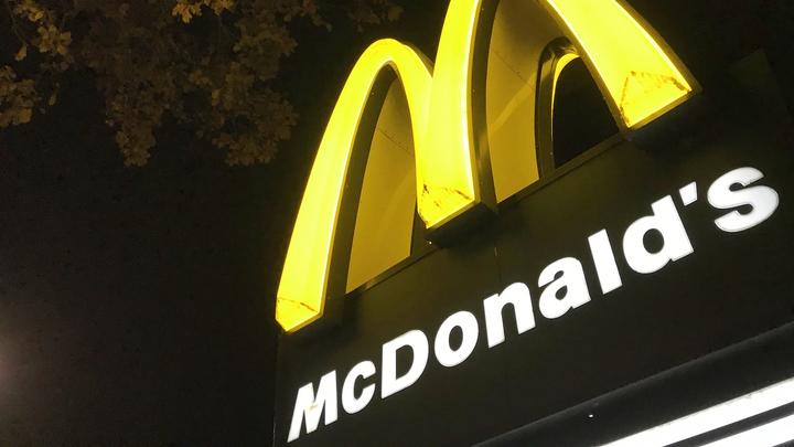Во Франции McDonald`s будет продавать воду из-под крана по 7 евро за литр