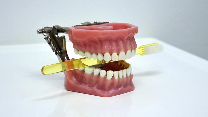 В красном вине найдены соединения, которые предотвращают болезни зубов и дёсен
