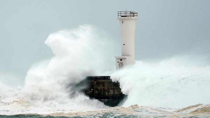 """К Японии приближается мощный тайфун """"Чансу"""""""