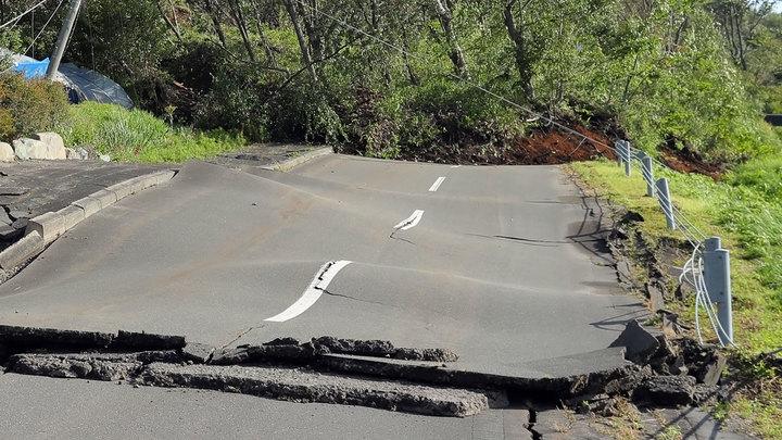 Землетрясение у берегов Японии вызвало цунами и угрозу АЭС