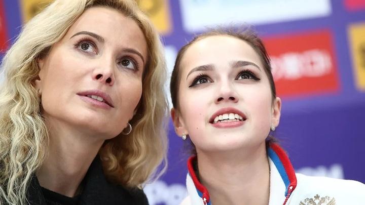 Этери Тутберидзе (слева) и Алина Загитова