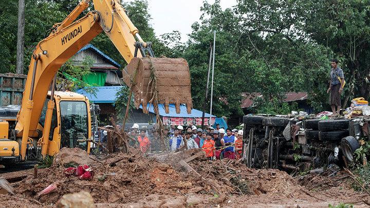 По меньшей мере 50 человек погибли в результате схода оползня в Мьянме