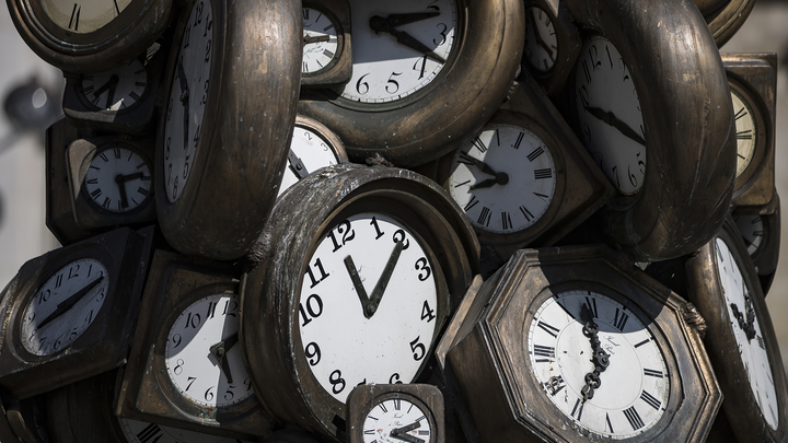"""Часы """"Судного дня"""" решено не переводить из-за пандемии"""