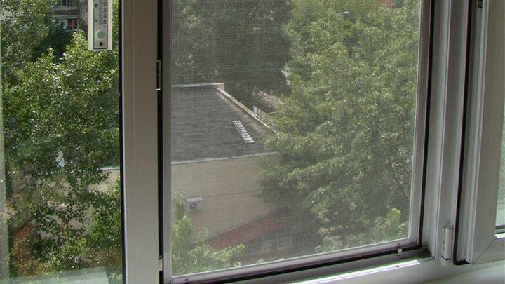 Полуторагодовалый ребенок упал с пятого этажа в Приамурье