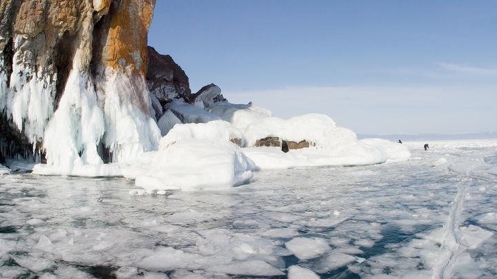 Фантастические кадры: на Байкале засняли купание в ледяных иглах