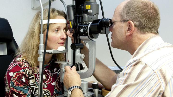 Исследователи связывают истончение сетчатки с началом болезни Паркинсона.