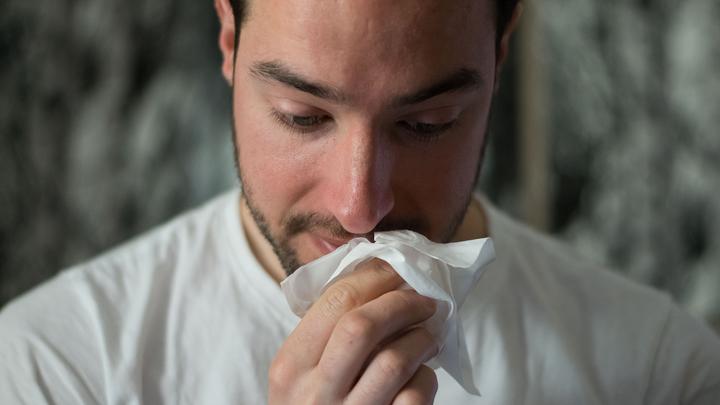 Врач объяснил, как распознать ковидный кашель