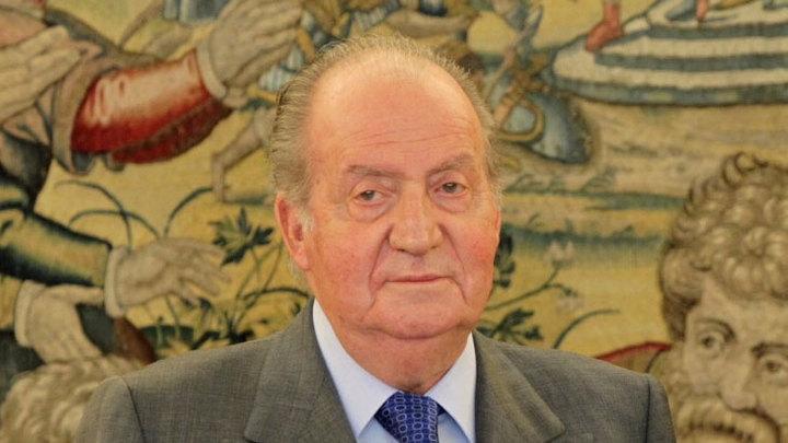 Бывший король Испании уезжает из страны