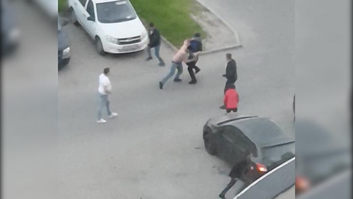 Два человека госпитализированы в Петербурге после массовой драки