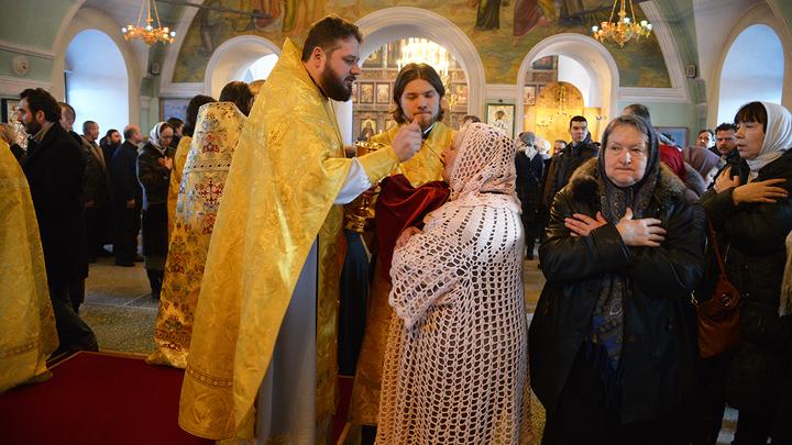 Патриарх Кирилл: хлеб и вино для причащения не подвержены инфекции