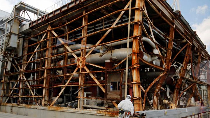 """Япония сбросит в море очищенную радиоактивную воду с """"Фукусимы-1"""""""