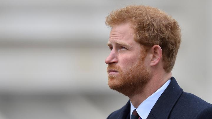 Принц Гарри прилетел в Лондон на похороны деда
