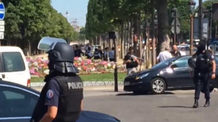 Женщина сбила пятерых пешеходов на Елисейских полях в Париже