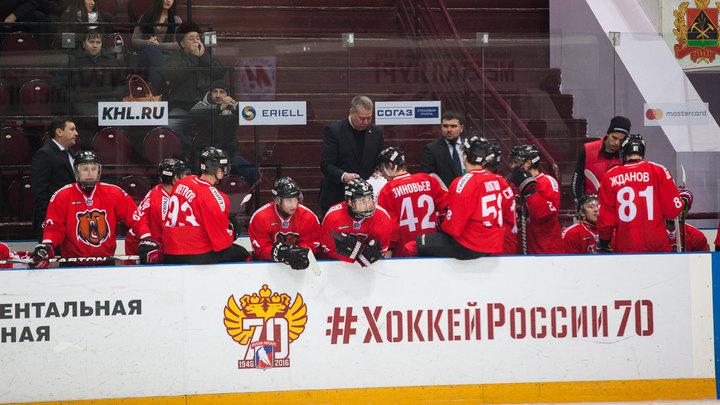 """Хоккеист """"Кузнецких Медведей"""" получил черепно-мозговую травму после драки с соперником"""