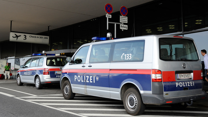 В Австрии не пустили в самолет омбудсмена, летевшего в Москву
