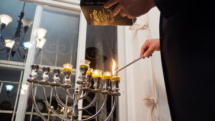 По всему миру зажгутся первые свечи ханукальной меноры