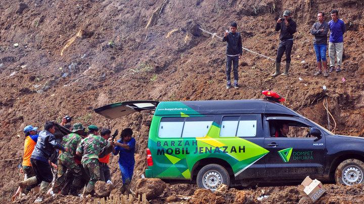 Оползень в Индонезии: пятеро погибших и семьдесят пропавших без вести