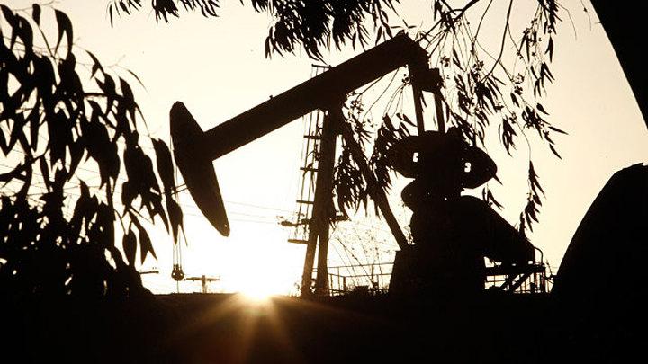 Нефть на максимумах: доллар – ниже 72, евро – дешевле 88 рублей