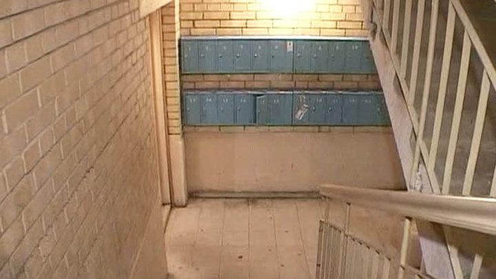 СК расследует убийство бездомного в иркутской многоэтажке