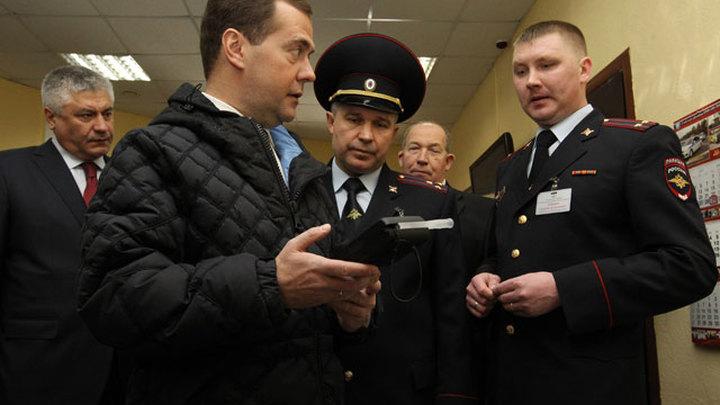 Алкотестер показал 0 промилле в воздухе вокруг Медведева