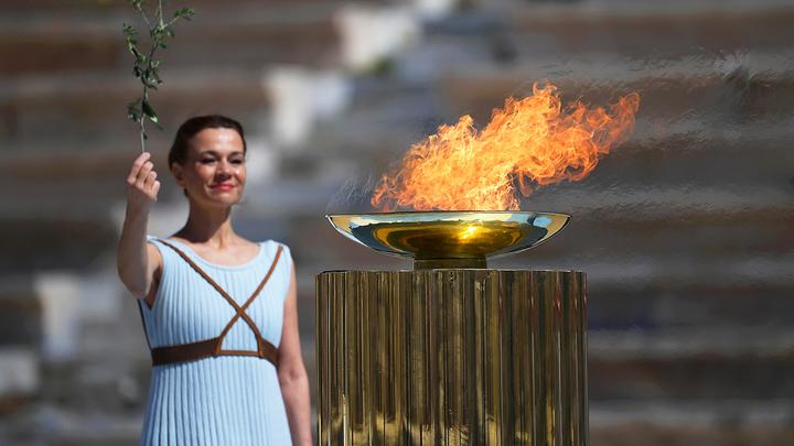 Огонь зимних Игр-2022 передали организаторам Олимпиады в Пекине