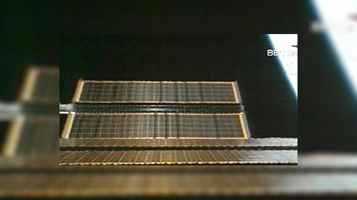 """МКС при помощи двигателей пристыкованного к ней шаттла """"Дискавери"""" изменила курс, чтобы не столкнуться с космическим мусором"""