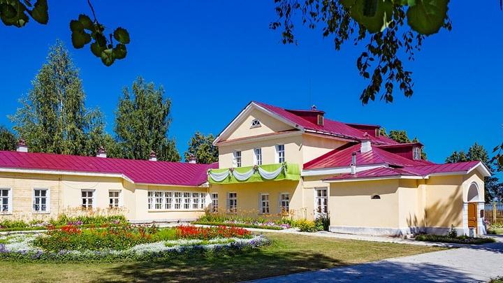 Дом горного начальника (дом, в котором родился П.И. Чайковский в 1840 году): улица Чайковского, 119, Воткинск, Удмуртия  / Alx0yago / CC BY-SA