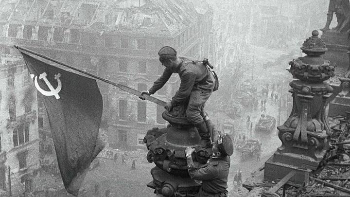 75 лет назад советские воины водрузили Знамя Победы над Рейхстагом в Берлине