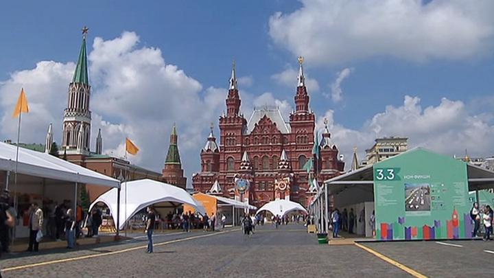 """Книжный фестиваль """"Красная площадь"""" только в первый день посетили 6 тысяч человек"""