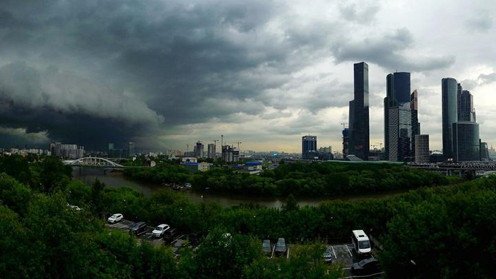 Москву и область ждет гроза с градом и шквалистым ветром