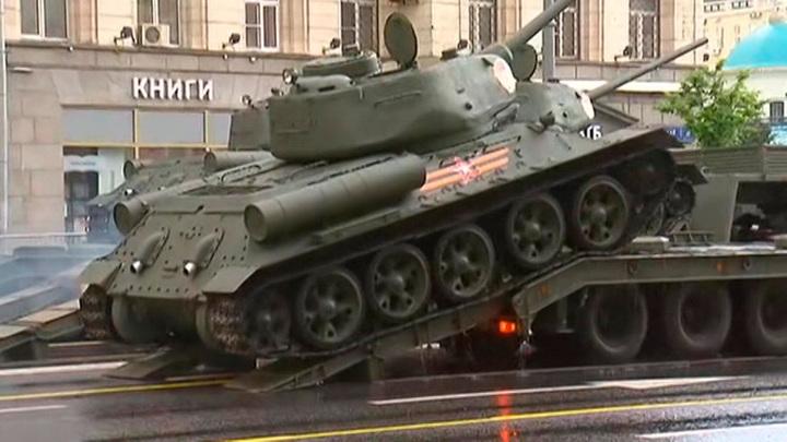 Участвующая в Параде Победы военная техника переедет в апреле в Москву