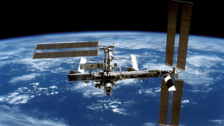 Компания Virgin Galactic имеет опыт доставки людей за пределы атмосферы, но добраться до МКС куда сложнее.