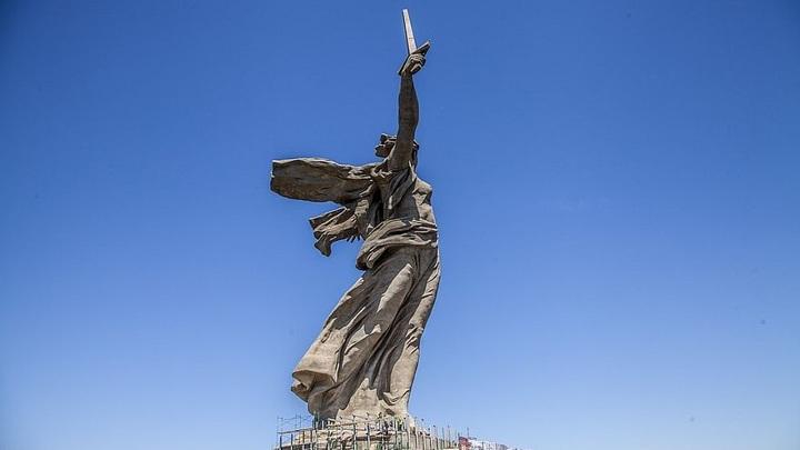В Волгограде после реставрации открыли скульптуру «Родина-мать зовёт!»