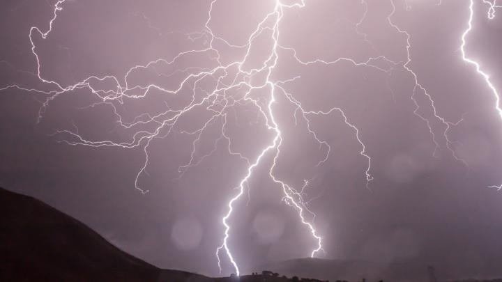 Молнии остаются одним из самых грозных явлений природы.