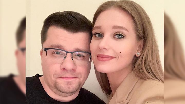 Может, помирятся: Асмус и Харламов вместе вышли в свет после развода