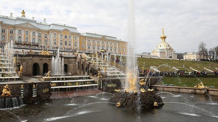 Петергоф открывает сезон фонтанов