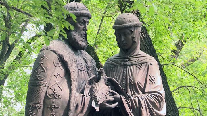 Памятник супругов Петра и Февронии