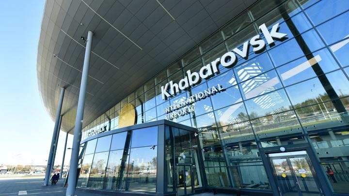 """Пассажиров и персонал аэропорта Хабаровска эвакуировали после сообщения о """"минировании"""""""