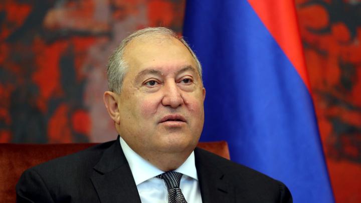 Президент Армении не стал увольнять начальника Генштаба