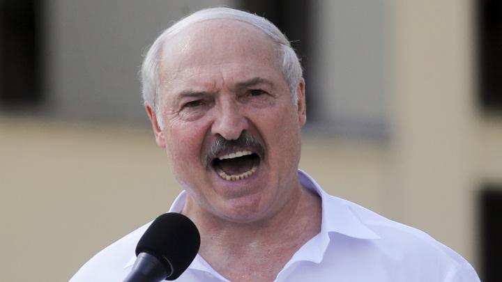Лукашенко ужесточил законы о СМИ и митингах