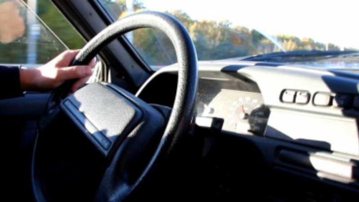 Сотрудник автомойки угнал у клиента машину, но далеко не уехал