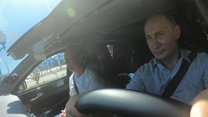 """Путин рассказал, что """"гоняет"""" на электрокарах в своей резиденции"""