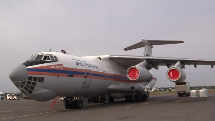 Самолет МЧС с 9 пострадавшими при стрельбе в Казани вылетел в Москву