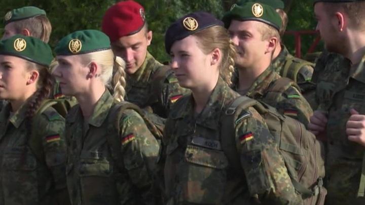 В Германии хотят исправить гендерное неравенство в армейских званиях