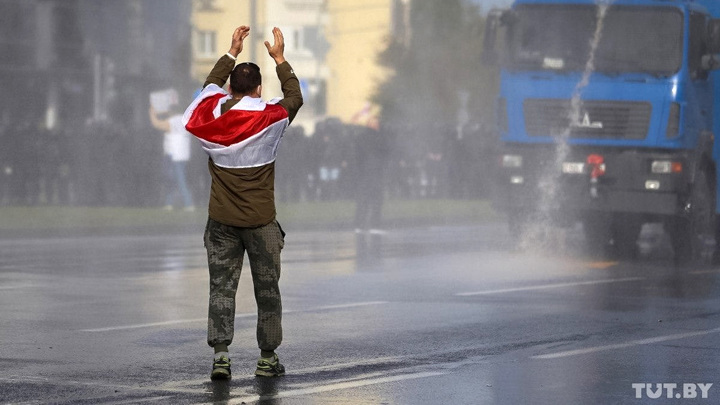 Белорусские силовики применили газ и задержали журналистов
