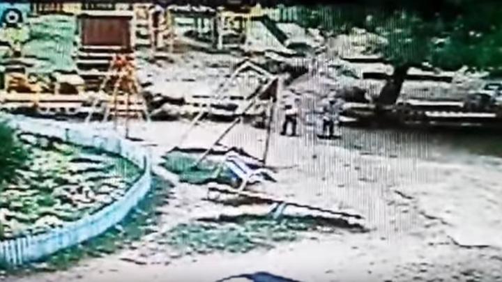 В Перми погиб 9-летний мальчик после катания на качелях