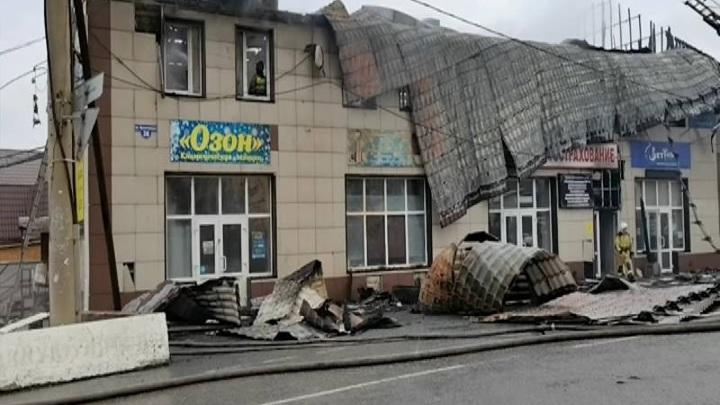 Загоревшееся офисное здание в Ачинске тушили четыре часа